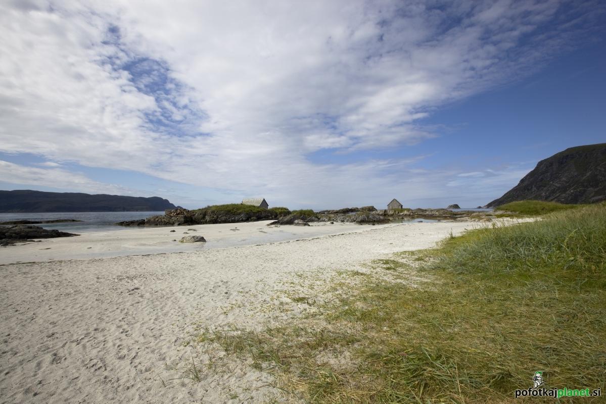 Norveška 2011 – otok Bremangerlandet, plaža Grotlesanden in vzpon